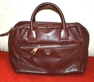AUTHENTIC AND STYLISH MARC JACOB HAND BAG. MADE IN ITALY.