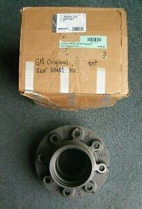 GM AC Delco RW20-124 Rear Wheel Hub 8 Lug GMC Chevy 3977397 Truck Suburban 2500