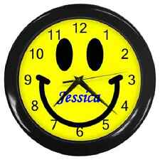 **CUSTOMISED ANY NAME**SMILEY FACE FUN SMILE RETRO ROUND WALL CLOCK **SUPERB**