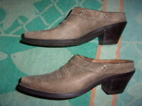 Ariat WESTERN Shoes WOMEN'S SIZE 6 1/2 B (2.5 INCH HEEL)