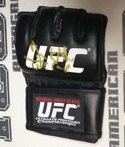 Frank Mir Signed Official UFC Fight Glove BAS Beckett COA Autograph 48 81 92 100