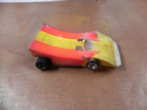 WINGED CAR ON WOMP CHASSIS 1/32