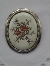 SILVER TONE & CREAM CERAMIC BROOCH. HAND PAINTED FLOWERS