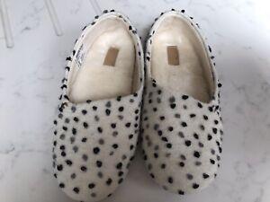 Clarks Cozily Snug Slippers Size 5