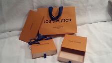 VUITTON lot de deux petites boîtes cadeau + sac + ruban + carte