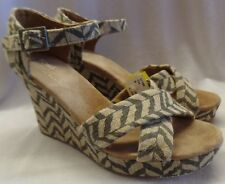TOMS STRAPPY WEDGE SANDAL SZ 8 WIDE Brown & Tan Zig Zag Pattern Pre-Owned