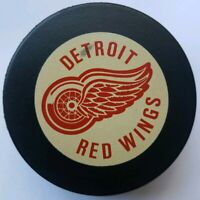 DETROIT RED WINGS VINTAGE INGLASCO NHL SHIELD OFFICIAL HOCKEY PUCK MADE N CANADA