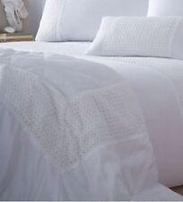 Couvre-lits blancs sans marque