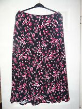 Lovely Classic Collection Black & Red Skirt with Elasticated Waist Size M