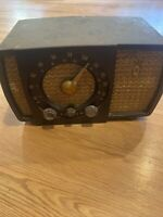 vintage zenith radio Model 7h04z2 - AS IS