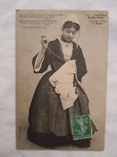 Ancienne carte postale Costumes du Morbihan artisane du pays de Baud