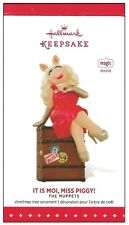 2015 Hallmark The Muppets It Is Moi, Miss Piggy Sound Magic Ornament!