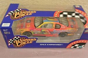 WINNERS CIRCLE DALE EARNHARDT NASCAR 1:24 SCALE   PETER MAX NIB
