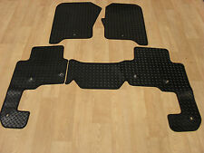 Land Rover Discovery 4 2013-17 Fully Tailored RUBBER Car Mats in Black.