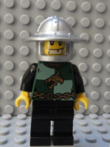 LEGO Minifig Castle Kingdoms Dragon Knight with Broad Rim Helmet and Gold Tooth