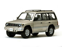 SUNSTAR 1227 1228 MITSUBISHI MONTERO LWB 3.5 V6 model cars beige white 1998 1:18