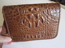 Markenlose Damentaschen mit Magnetverschluss und Kroko-Prägung