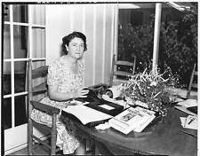 MARJORIE KINNAN RAWLINGS - Reprint 8 x 10 B&W photo - Author of THE YEARLING
