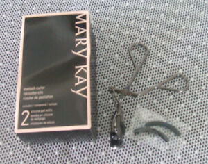 Mary Kay EYELASH CURLER with Replacement Silicone Pads ~ New in Box