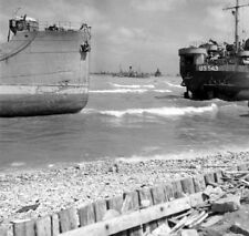 WW2  Photo WWII Omaha Beach June 1944 D-Day Normandy France World War Two / 1595