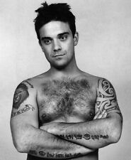 ROBBIE WILLIAMS UNSIGNED PHOTO - 7752 - SHIRTLESS!!!!!
