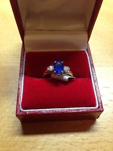 18CT Oval Sapphire & Diamond 3 Stone Ring in size 'J' RRP £1625