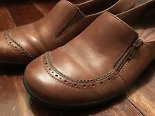 HUSH PUPPIES cognac leather loafers w/side zippers & beige stitching 9.5 M 41 N