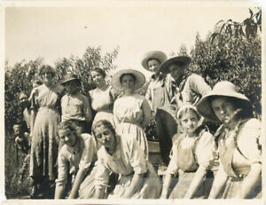 1920 Fruit Pickers Farm Workers Young & Old Aprons Overalls
