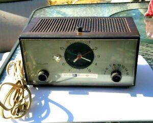 Vintage Philco Ford Woodgrain AM Radio Clock Solid State S760WA Old Plug Tested