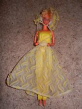 1970'S VINTAGE PRETTY CHANGES BARBIE IN ORIGINAL OUTFIT #2598