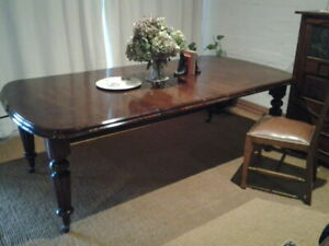 Antique Victorian Mahogany Dining Table in very good condition   New Price