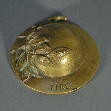 Miniature sculpture en forme de casque Ypres Belgique