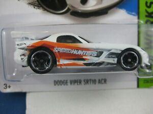 Hot Wheels  Dodge Viper SRT 10 in White