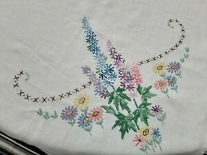 """VINTAGE WHITE COTTON & HAND EMBROIDERED FLORAL TABLECLOTH - 50"""" X 48"""""""