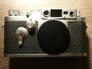 Leica IIIg camera body with case