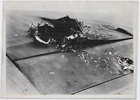 Schwere Beschädigung an deutschem Flugzeug. Orig-Pressephoto, von 1941