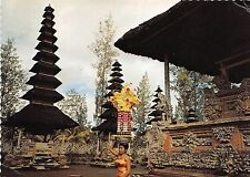 BR4128 Balinese girl with a heavy  beautiful offering on her head indonesia bali