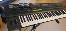 Yamaha DX7 2 |3x Catrige 512 DX7 ll D Synthesizer zu vergleichen mit Korg Roland