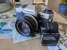 Olympus om10 35 mm SLR Film Camera with 50 mm 1.8 ZUIKO objectif et manuel adaptateur