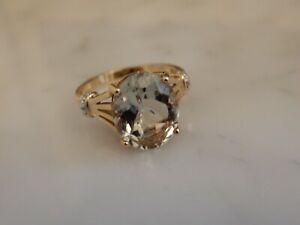 A STUNNING 9 CT GOLD VINTAGE  5.00 CARAT AQUAMARINE AND DIAMOND  RING