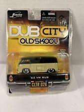 2006 Jada Toys Dub City OLD SKOOL 62 1962 Volkswagen VW Bus Tan Black 1/64