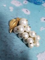 Vintage Bunch Of Grapes Pin Brooch Pendant Faux Pearl Goldtone Articulated
