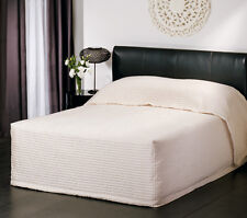 New LOGAN and MASON PLAZA IVORY Faux Silk QUEEN Size BEDSPREAD RRP $240!