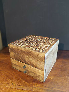 HANDMADE IN INDIA MALABAR VINE CARVED WOODEN JEWELLERY BOX WITH VELVET LINING