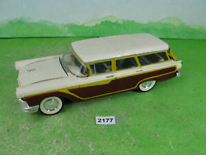 vintage revell 1956 built plastic model kit car ford station wagon 1/25 2177