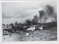 Abgeschossenes Flugzeug. Orig-Pressephoto, von 1942