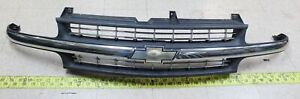 Used OEM GM Grille 15747824 1999-02 Chevrolet Silverado 1500 2500 3500  (G93)