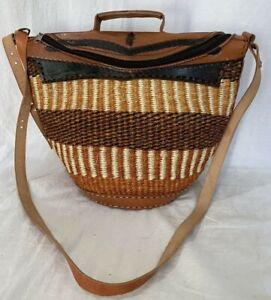 Great Vintage Multicolor Straw and Tan Leather Trim Bucket Crossbody Shoulder