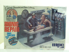 MPC Model Kit The Bionic Woman BIONIC REPAIR. Jaime Sommers & Oscar Goldman