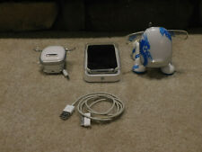 Apple Ipod touch 4th generation black 16Gb 2 dog speakers 1 chrg cable Bundle
